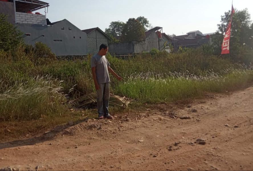 Jalan dan Drainase di RT 25 Graha Indah Butuh Perbaikan ...